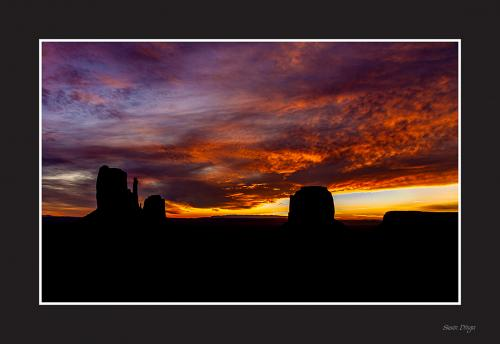 Dinga - Monument Valley Sunset -1