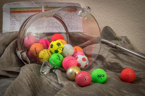 Victor Ellen-Still Life-balls