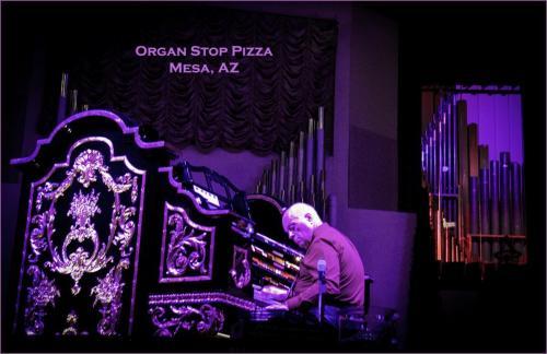 Wilder Pizza Organist